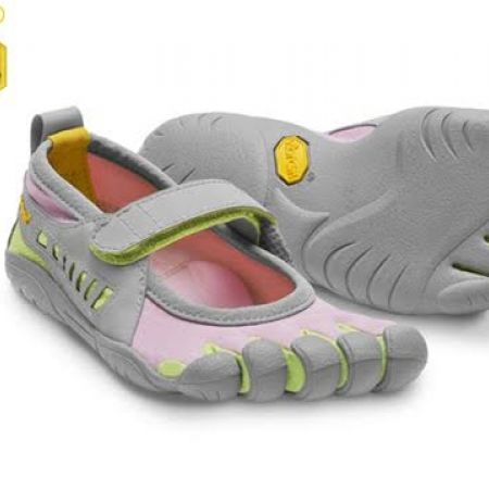 low cost a093d 46c2f 56% Off Vibram Five Fingers Pink   Green Sprint Shoes For Kids - Size  30  (Only  44 instead of  100) - Makhsoom