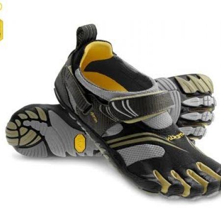 53% Off Vibram Five Fingers Black & Gold KMD Sport Shoes For Men - Size: 40 (Only $75 instead of $160)