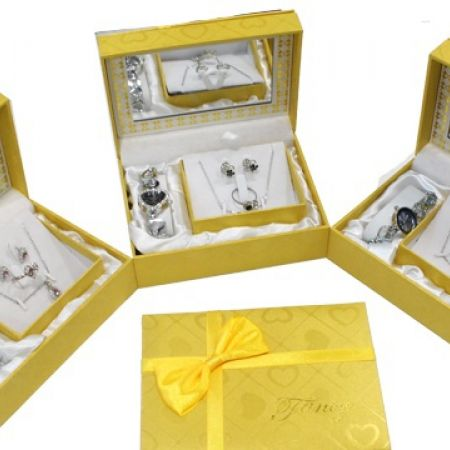 28% Off Yellow Gift Box Jewelry Set Of Heart Necklace, Earrings, Rings and Hearts Watch For Women - Black (Only $18 instead of $25)