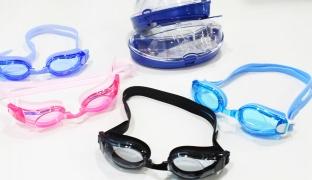 Sainteve UV Protection Simple Swimming Goggles With Ear Plugs - Black