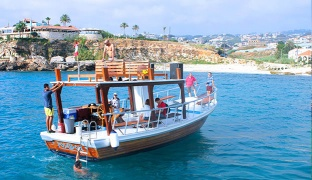 5-Hours Full Day Boat Rental For Up To 25 Persons