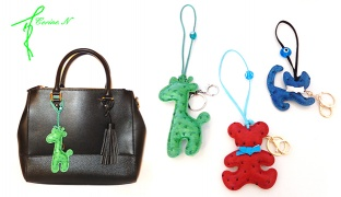 Corine.N Cute Charm & Keychain - Green Giraffe