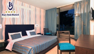1-Night Stay for Two in a Jacuzzi Suite With Pool Access Valid from Sunday to Thursday
